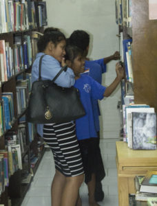 children chosing a book